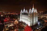 Salt_Lake_Temple_with_lights-overview_12-13-07_SG3810_opt